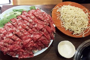 NOODLE HOTPOT W BEEF